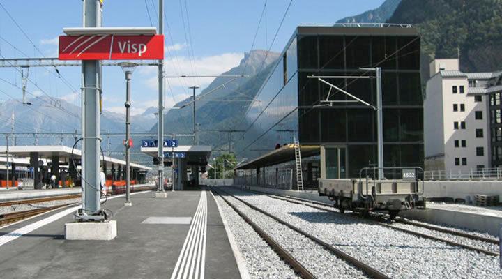 Attraktive Aussenbeleuchtungen für SBB Bahnhof Visp